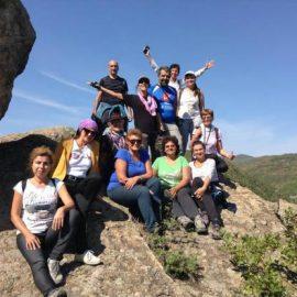 """Над 20 туристи от Варна посетиха днес култовия комплекс край Минерални бани """"Змийския град""""."""